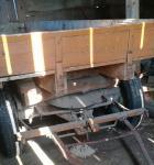 Wóz z drewnianymi burtami